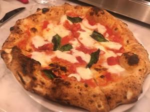 大須|大須フードの定番!世界一にもなったピザを味わえる、おしゃれなトラットリア