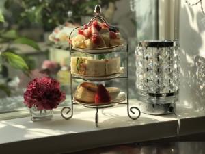 南大高 バラが咲き誇るお庭を眺めながらアフタヌーンティーを頂く、贅沢な時間を過ごせるカフェ