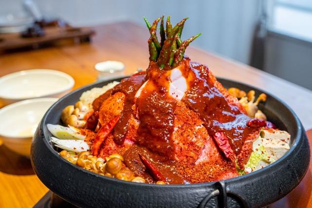 栄|その名の通り、激しく燃え上がる炎上鍋!牛タンしゃぶの人気店でパフォーマンスと共に楽しむ進化系鍋