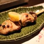国際センター|趣ある四間道で串物と地酒を楽しめる雰囲気のいい焼き鳥専門店