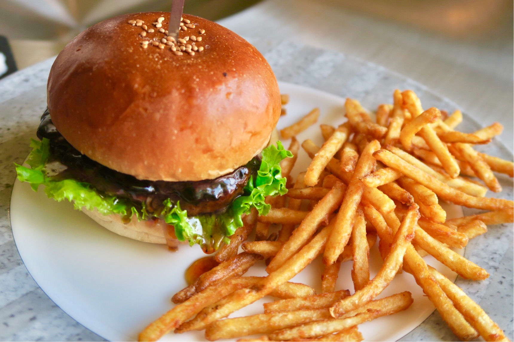 覚王山|すべてのメニューが専門店以上のこだわり!ハイレベルなハンバーガーショップ
