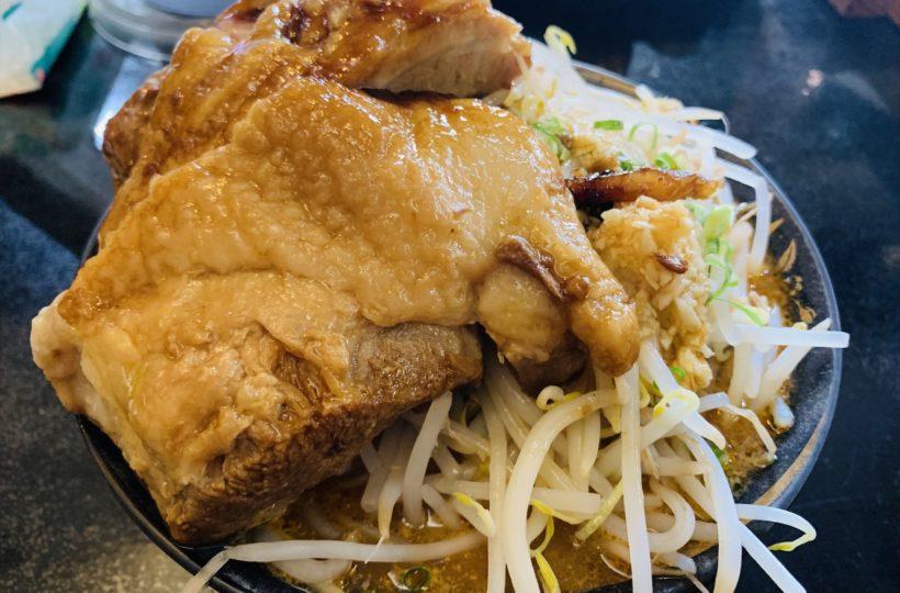 米野|まるでマンガ肉!あなたは食べきることができるか。衝撃的な個性を持つ二郎系ラーメン