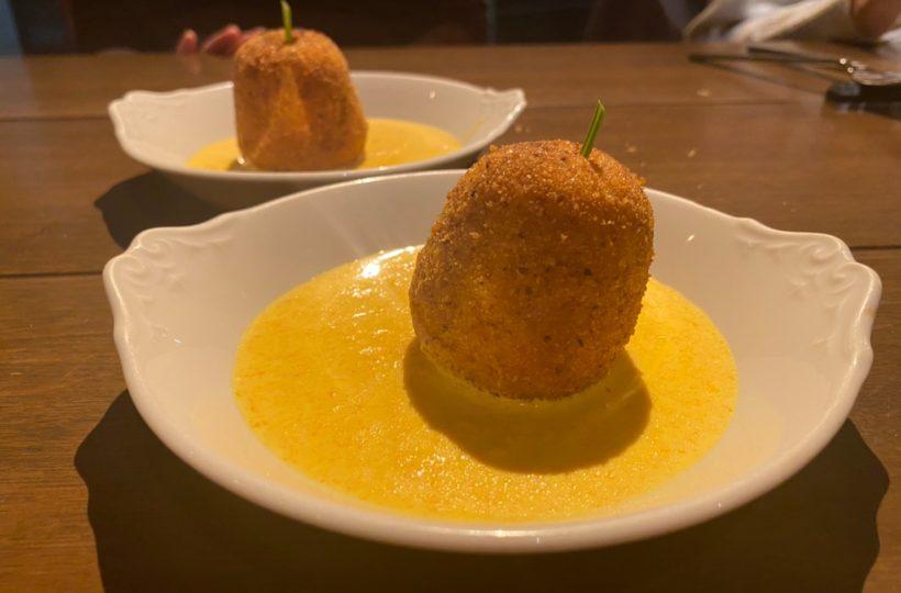 矢場町|スペシャリテのクリームコロッケは食べるべき1皿!路地裏のオシャレな自然派ワイン食堂