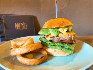 塩釜口|パティはまるでステーキ?!肉の旨み、果実の甘みをとことん味わえる新感覚ハンバーガー