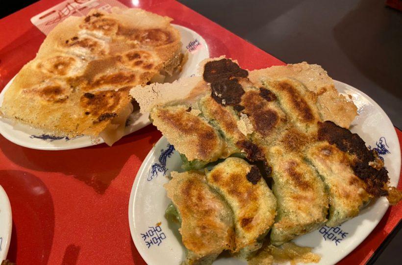 伏見|注文後、皮から作り上げる餃子は納得の美味しさ!中国屋台の雰囲気も楽しめる中華居酒屋