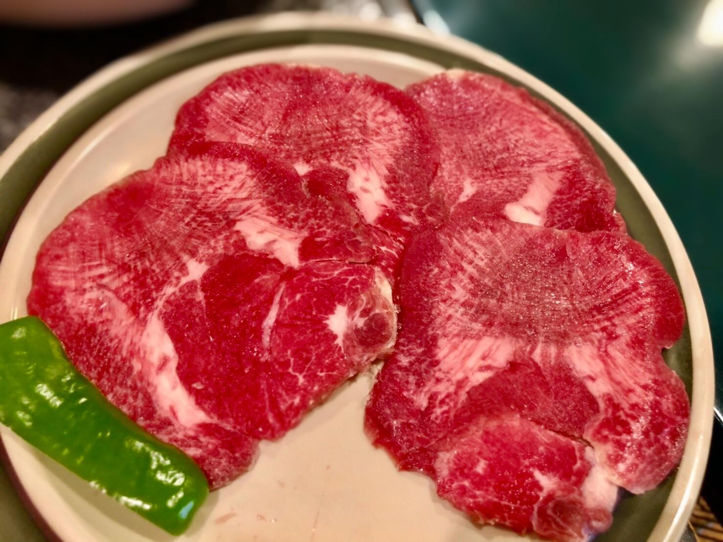 鳴子北|まるで回転寿司!?精肉店が営む鮮度抜群のお肉がいただける焼肉店