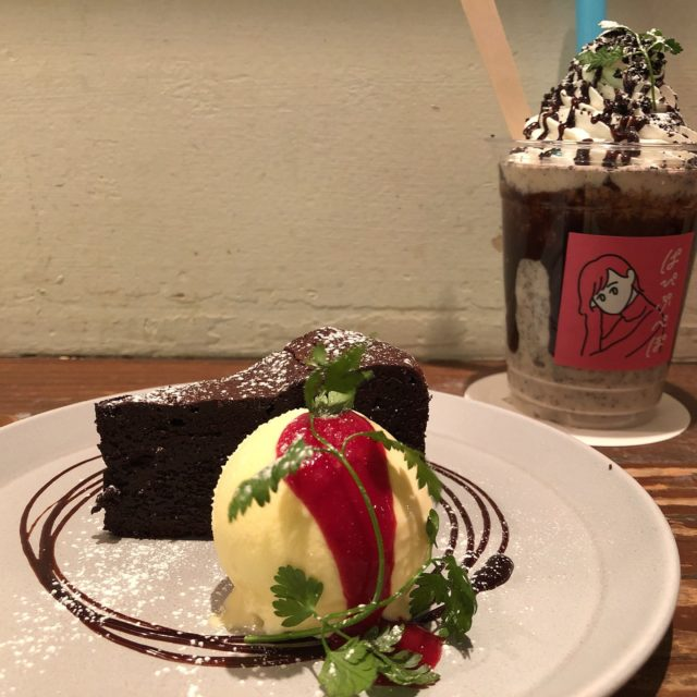 矢場町|濃厚ガトーショコラが楽しめる小さな幸せを運ぶカフェ