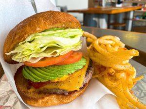 覚王山|名古屋で美味しいハンバーガーを食べるならここ!ガリ×サク食感のバンズが魅力的なハンバーガー店