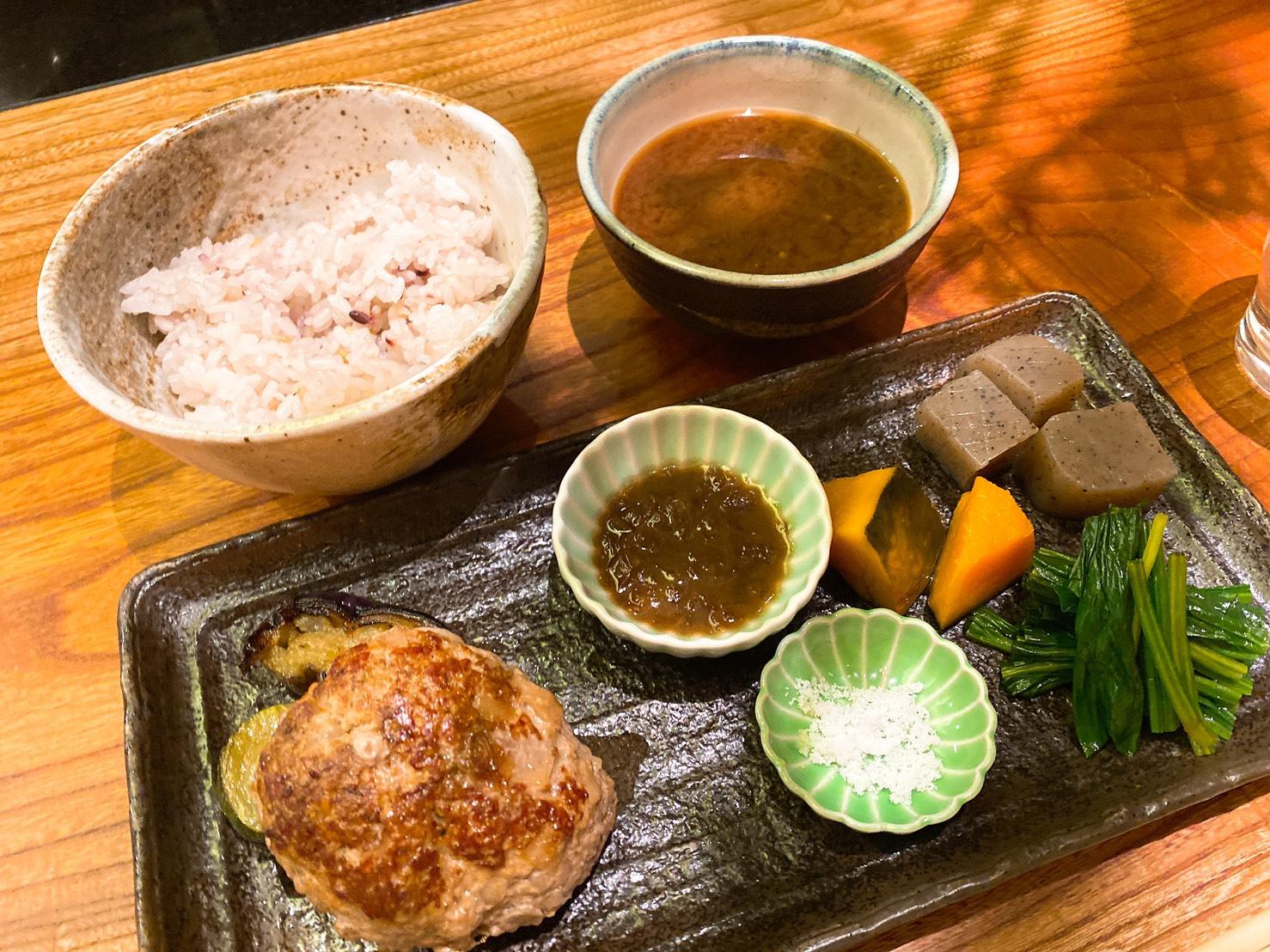 矢場町|大人空間で至福のランチを。栄の隠れた路地に佇むおばんざいと鉄板料理のお店