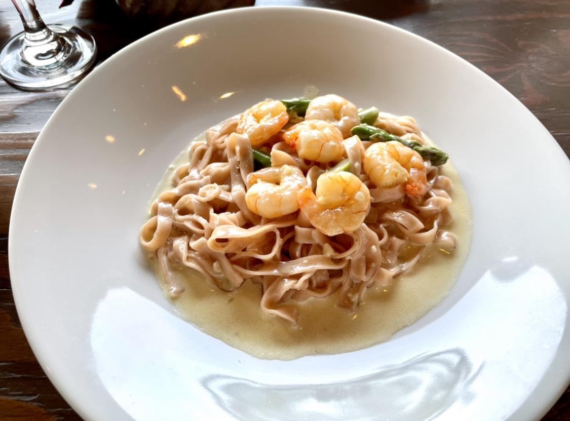 金山|ホテルの10階からの景色を楽しみながら美味しい料理が食べられるテラス席のあるレストラン