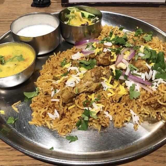 名駅|本格的な味わい。多彩なスパイスのカレーやビリヤニ、グラブジャムンなどが楽しめるインド料理店