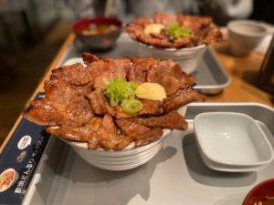 栄|炭焼き豚肉をガッツリ食らう!55年続く肉料理の名店で高コスパなランチ♩