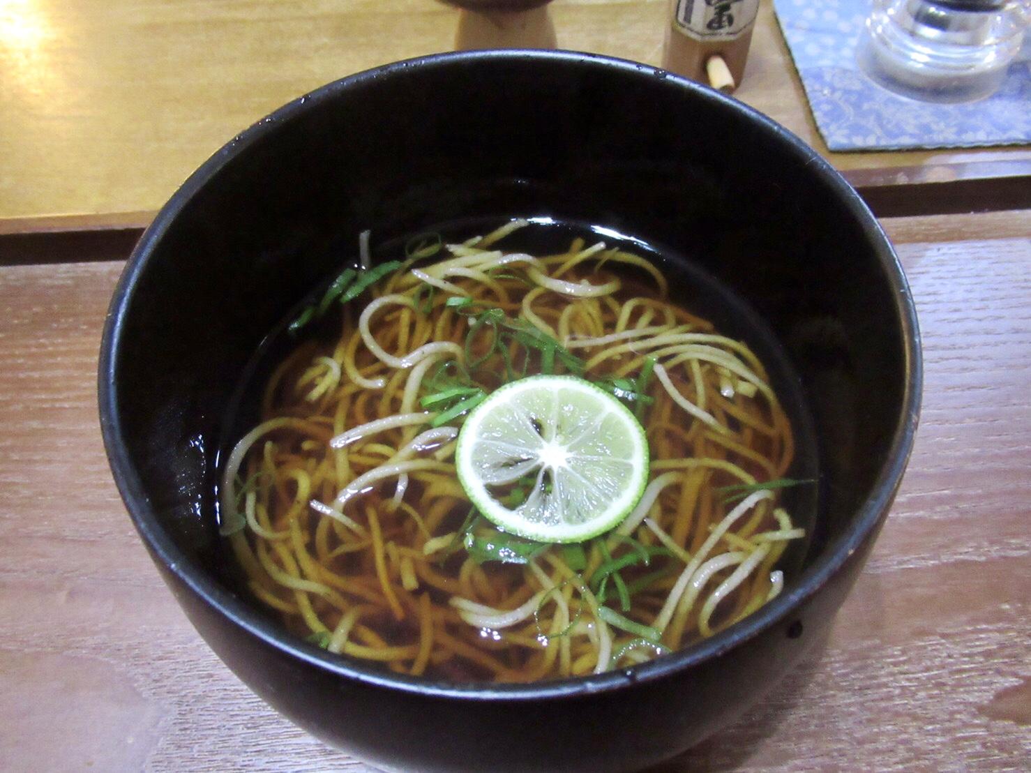 覚王山|石臼で挽いた蕎麦や蕎麦粉を使用した料理がいただける蕎麦カフェ