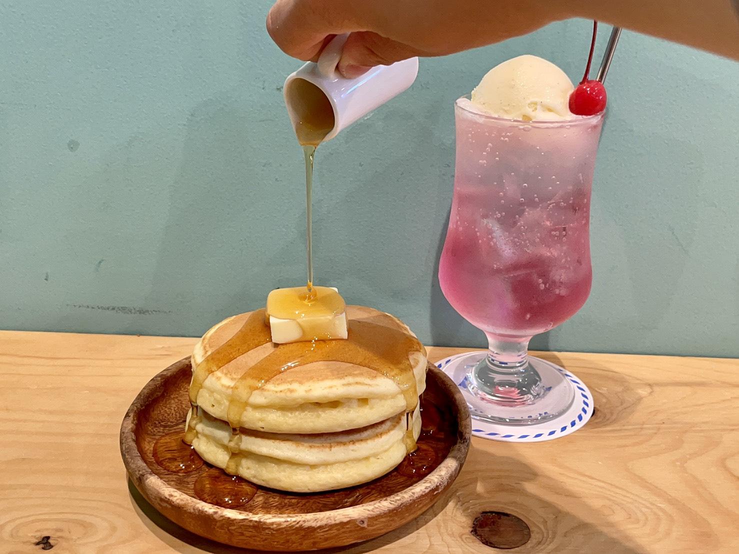 名駅|全国のフリーペーパーを楽しみながら有意義な時間を過ごせる喫茶店