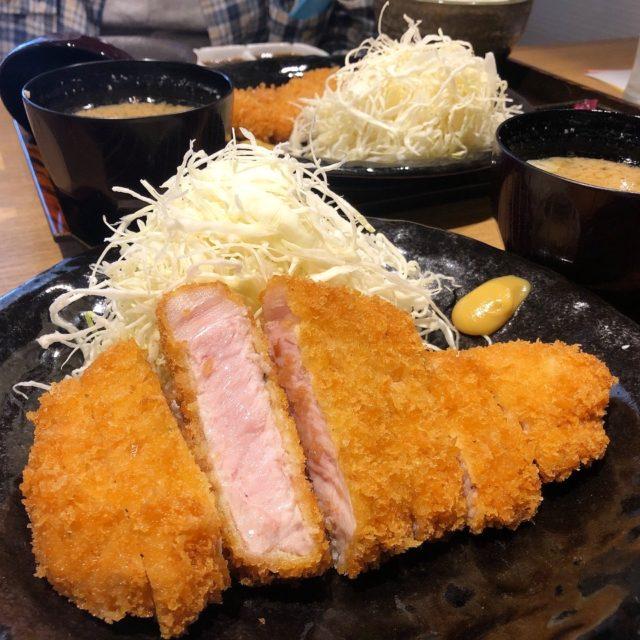 上前津|豚料理専門店でいただくピンク色のロースカツ定食