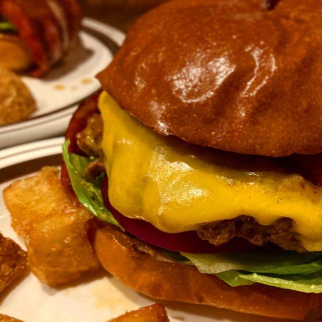 八田 付け合わせのレベルをこえたポテトにも注目の本格ハンバーガーショップ