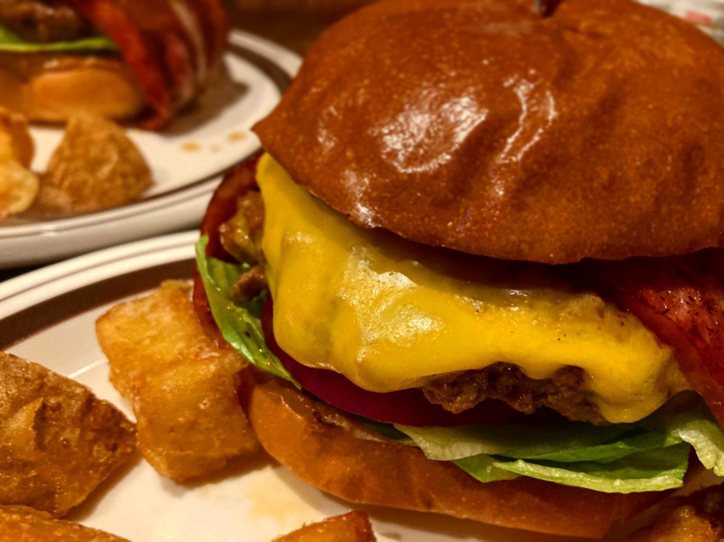 八田|付け合わせのレベルをこえたポテトにも注目の本格ハンバーガーショップ