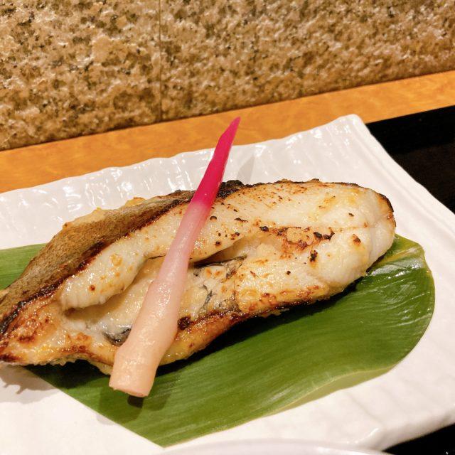 丸の内 ランチタイムにほっと一息。美味しい西京焼き定食が楽しめるオフィス街の食堂