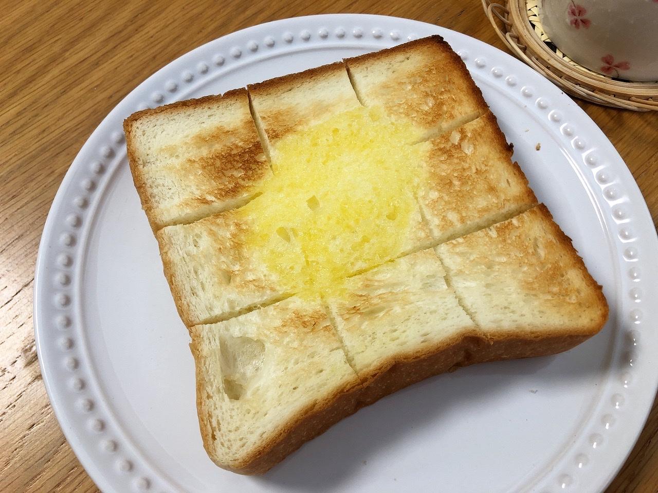 名駅|テイクアウトで自宅で楽しむ!ふわっもちっ食感。ほんのり甘い高級食パン
