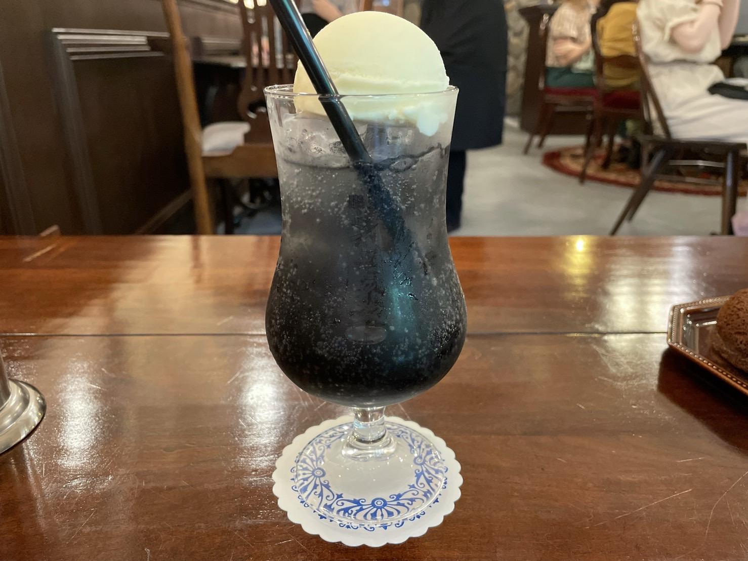 上前津|黒いクリームソーダが飲めちゃう!?レトロな雰囲気の喫茶店